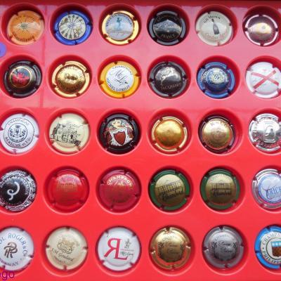 Lot de 40 Capsules toutes différentes (H)